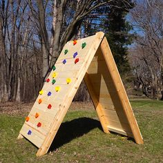 How to Build a Kids Climbing Wall - - Kids got you climbing the walls? Get them climbing this wall! Cure your family's cabin fever with this easy-to-build climbing wall. Toddler Climbing Wall, Kids Rock Climbing, Diy Climbing Wall, Climbing Holds, Kids Outdoor Play, Backyard For Kids, Backyard Ideas, Backyard Playground, Backyard Fort