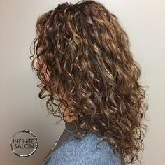 Deva Waterfall Cut hairstyle Embrace your naturally curly hair. Check out these smoking-hot curly styles that will probably never, ever go out of style! Medium Curly Haircuts, Haircuts For Curly Hair, Medium Hair Cuts, Medium Hair Styles, Curly Hair Styles, Haircut Medium, Short Haircuts, Short Hairstyles, Mid Length Curly Hairstyles