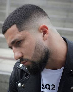 It's not very often you get told your hair looks great so considering it's the start of a new year let's make 2019 awesome starting with the fade cut that's fresh and low ma… Best Fade Haircuts, Popular Haircuts, Cool Haircuts, Hairstyles Haircuts, Haircuts For Men, Latest Hairstyles, Men Haircut Short, Trendy Haircut, Beard Haircut
