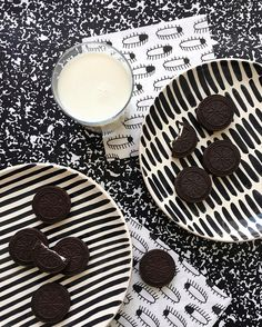 Milk and cookies are always a good idea. And when our Pattern Plates meet up with @flyingtigerpt napkins, fun things happen.  #madeinportugal #handmade #craft #moderncraft #handpainted #milkandcookies #flyingtiger #monochrome #blackandwhite #blackwhite #design #designer #instadeco #instadecor #pattern #graphic #etsy #etsyseller #olhao #olhão #algarve #casacubista casa cubista