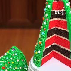 A Christmas tree cake perfect for the holidays! Credit: Baking with Ryan Chrismas Cake, Christmas Tree Cupcakes, 3d Christmas Tree, Christmas Snacks, Magical Christmas, Diy Christmas Ornaments, Holiday Treats, Christmas Baking, Mom Cake