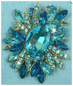 Rhinestone Brooch in shades of turquoise and aqua. Antique Brooches, Antique Jewelry, Vintage Jewelry, Vintage Clothing, Pierre Turquoise, Shades Of Turquoise, Teal Blue, Rhinestone Jewelry, Vintage Rhinestone