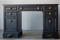black desk: this is the basic shape of our desk and I'm thinking of painting it black like this