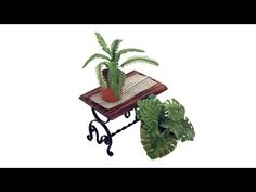 Making a miniature Swiss cheese plant and fern - Angie Scarr Miniature Plants, Miniature Fairy Gardens, Miniature Dollhouse, Garden Trees, Trees To Plant, Dollhouse Tutorials, Miniature Tutorials, Swiss Cheese Plant, Mini Plants