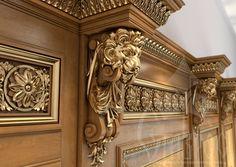 Резной кронштейн из дерева с маской льва KR-034 использован в декорировании буазери.