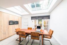 Volop daglicht in deze uitbouw met keuken Table, Furniture, Home Decor, Decoration Home, Room Decor, Tables, Home Furnishings, Home Interior Design, Desk