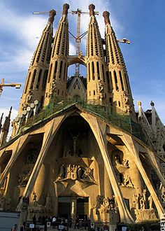 La Sagrada Familia, Gaudi's unfinished cathedral in Barcelona, Spain Barcelona Tours, Barcelona City, Weekend Barcelona, Barcelona Cathedral, Oh The Places You'll Go, Places To Travel, Places To Visit, Around The World In 80 Days, Around The Worlds