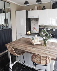 Wow! Diese Küche ist Trend pur. Unser Favorite: Der Rattan-Thekenstuhl Blind. Rattan ist ein gefälliges Material, direkt aus der Natur und wie geschaffen für schöne Handwerkskunst. Natürlich und so stylisch! // Küche Kitchen Stühle Barstuhl Thekenstuhl Einrichten Aufbewahrung Deko Dekorieren Gestalten Rattan #Küche #Kitchen #Stühle #Interior #Rattan@lili_and_craps
