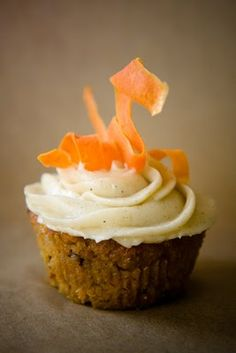carrot cake cupcakes, for the Easter bunny :)