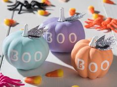 We're pump-(kin'd) to share with you six ideas from glam gourds to kid-friendly pumpkins to bring your no carve pumpkin game full circle all season long, including these fun fall mini painted pumpkins! Fall Pumpkin Crafts, Pumpkin Games, Cute Pumpkin, Pumpkin Ideas, Halloween Pumpkins, Fall Halloween, Halloween Crafts, Halloween Decorations, Pumkin Decoration
