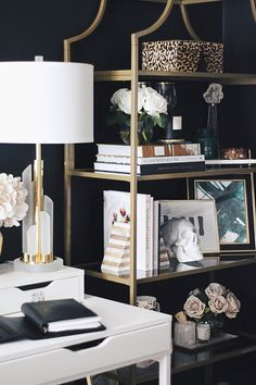 Easy Home Decorating Ideas for your home with color, furniture and accessories. Home decor tips to design your living room, bedroom, bathroom Home Office Design, Home Office Decor, House Design, Office Ideas, Style At Home, Living Room Decor, Bedroom Decor, Master Bedroom, Home Interior