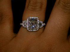 """j'aime bien la monture """" crescendo"""" pierre centrale, pierres symétriques puis l'anneau"""
