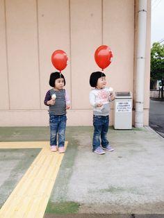 Akira Oozawa | photographed are his twin daughters.