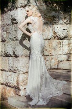 Eleni Kollarou / Lace wedding dress with a beautiful open back