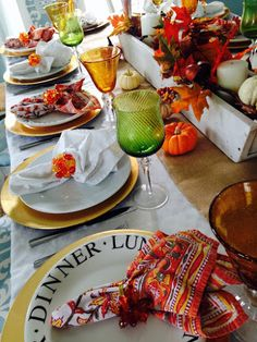 How to set a table for 14 mixing and matching, fall Thanksgiving tablescape for 14, wooden box centerpiece