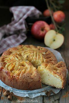 Torta di mele all'antica. Senza burro e soffice soffice. Dall'intenso profumo e sapore di mele, buona sia a colazione-merenda o anche a fine pasto
