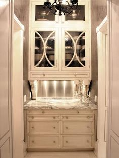 Butler's panty for that corner in the kitchen. Have it set up as a breakfast nook or a bar-style Kitchen Butlers Pantry, Butler Pantry, Pantry Cabinets, Pantry Cupboard, Glass Front Cabinets, Upper Cabinets, White Cabinets, Cream Cabinets, Wood Cabinets