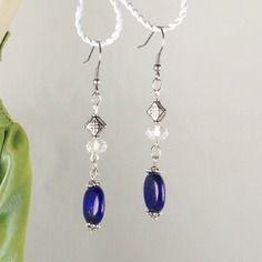 Lapis-lazuli, cristal et métal gravé pour ces boucles d'oreille stylées