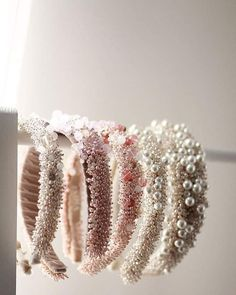 With the start of a new bridal season upon us, we can't wait to see these wedding hair accessory trends everywhere in Hair Accessories For Women, Wedding Hair Accessories, Jewelry Accessories, Headband Hairstyles, Diy Hairstyles, Wedding Hairstyles, Men's Hairstyle, Cute Jewelry, Hair Jewelry