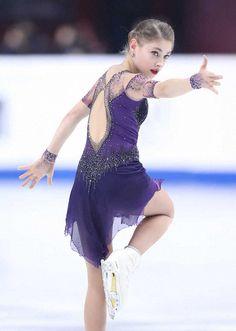 Figure Skating Competition Dresses, Figure Skating Dresses, Kim Yuna, Russian Figure Skater, Gym Leotards, Ice Skaters, Skate Style, Ice Dance, Roller Skating