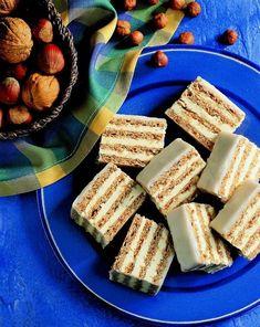 """Taky """"přestáváte"""" každý rok péct cukroví, abyste se k tomu o každých Vánocích zase (a ráda) vracela? Až uvidíte našich 19 receptů bude z vašeho pečení už jen radost! Almond, Dairy, Food And Drink, Cooking Recipes, Bread, Cheese, Internet, Chef Recipes, Brot"""
