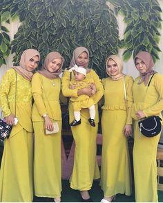 "2,430 Suka, 15 Komentar - OPEN PAID PROMOTE (@inspirasigaunmuslimah_) di Instagram: ""Inspired by @mozzalisa . Jangan lupa di follow dan di Like yaa @inspirasigaunmuslimah_ 😍 . .…"" Hijab Gown, Hijab Style Dress, Muslimah Wedding Dress, Wedding Hijab, Muslim Fashion, Hijab Fashion, Fashion Outfits, Fashion Illustration Dresses, Dress Pesta"