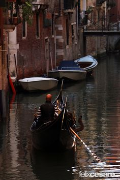 https://flic.kr/p/AySLVx | Venice Gondola | Venice is a city in northeastern Italy sited on a group of 118 small islands separated by canals and linked by bridges.