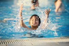 Trẻ nhỏ học bơi thì nên học bơi chó. Kỹ thuật bơi chó khá dễ học và phù hợp cho an toàn của các em nhỏ và cũng dễ thực hiện.  Để học bơi chuẩn và đơn giản nhất thì các bạn nên cho bé học cách bơi chó khi mới bắt đầu học bơi. Kiểu bơi này khá dễ học và cũng làm cho các bé yêu thích bơi lội hơn. Thể Thao Kim Thành là đại lý chuyên phân phối kính bơi mũ bới giá tốt. Cung cấp các bài tập bơi lội hiệu quả và nhiều người yêu thích. Kim Thành luôn đưa ra các bài tập hiệu quả cho các bạn khi đi bơi…