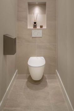 Washroom Design, Bathroom Design Luxury, Bathroom Layout, Modern Bathroom Design, Small Downstairs Toilet, Small Toilet Room, Small Bathroom, Beige Tile Bathroom, Bad Inspiration