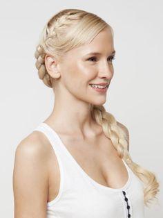 Gib nicht auf! Wir haben die 10 einfachsten Frisuren zum Nachmachen für dich. Und die kriegt so wirklich jeder hin.