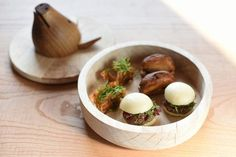 Eneko at One Aldwych brings Eneko Atxa's classic Basque country cuisine to Covent Garden. View our Spanish restaurant London images. Covent Garden, Fresco, Restaurant Plates, New London, London Restaurants, Food Plating, Fine Dining, Garlic, Pork