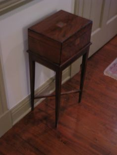 Merveilleux Cigar Box Table
