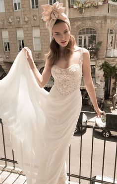 Robe de mariée glamour vintage - Robe: Floral Bridal 2015 Wedding Dress Collection #weddingdress #bridaldress #glamour