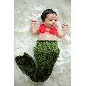 Rich sea kelp green and striking starfish red make this baby mermaid photography prop a winner! Also ideal as an infant costume, shower gift, and keepsake. In this adorable, crocheted outfit your little darling will make a splash!