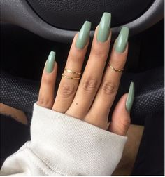 On average, the finger nails grow from 3 to millimeters per month. If it is difficult to change their growth rate, however, it is possible to cheat on their appearance and length through false nails. Gorgeous Nails, Love Nails, Pink Nails, Pretty Nails, My Nails, Fall Nails, Mint Green Nails, One Color Nails, Perfect Nails