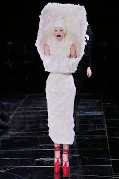Alexander McQueen Fall 2009 Ready-to-Wear Fashion Show - Sigrid Agren (Elite)