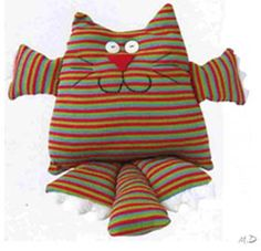 gato muñeco de tela Softie Pattern, Cat Pattern, Fete Ideas, Cat Pillow, Sock Animals, Sewing Pillows, Hot Cold Packs, Sensory Toys, Softies