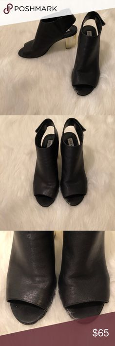 Steve Madden Leather sandal heels w/ gold heel Like new leather Steve Madden open toe heels with gold block heel! These are super cute and so hard to find now. Perfect for any occasion and so comfortable.   Sz 9  ⚜️Price doesn't work? Make an offer and look through my closet and bundle + save 10% on 2+ items with 1 shipping fee⚜️ Steve Madden Shoes Heels