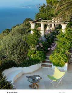 A Neapolitan lawyer brings new life to a century-old villa high on the island of Capri, opening it up to the sea and the sky, and turning the legendary bay into the star attraction