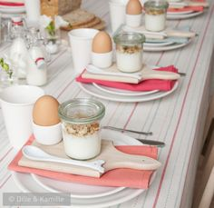 Easter table setting. Easter breakfast.