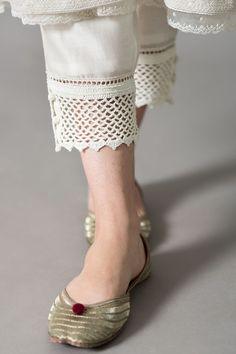Designer Party Wear Dresses, Kurti Designs Party Wear, Sleeves Designs For Dresses, Dress Neck Designs, Pakistani Fashion Casual, Pakistani Dress Design, Fancy Dress Design, Kurta With Pants, Trouser Pants