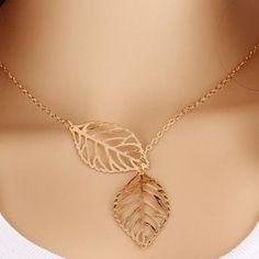 Collier avec pendentifs en forme de feuille
