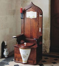 Elizabeth I's Flushing Toilet. In Sir John Harrington introduced Queen Elizabeth to her first flushing toilet. They had been around since ancient Minoan times, but for the English, they were a new marvel. Tudor History, British History, Le Bon Roi Dagobert, Cool Toilets, Flush Toilet, Toilet Bowl, Composting Toilet, Elizabeth I, Minoan