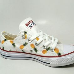 Pineapple print custom Converse Chuck Taylor All Star chucks.I love converse and I am in love with pineapple this will be amazing Dream Shoes, Crazy Shoes, Me Too Shoes, Chuck Taylors, Converse Noir, Converse Shoes, Custom Converse, Custom Shoes, Zapatillas All Star