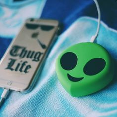 Alien Powerbank Cute Portable Emoji Power Bank Charger Cartoon USB Battery For mobile phone Iphone Charger, Iphone Cases, Iphone Phone, Cute Portable Charger, Phone Accesories, T Mobile Phones, Aesthetic Phone Case, Accessoires Iphone, Tablet