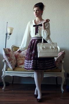 Elegant Gothic Lolita fashion worn by style icon Fanny Rosie Retro Fashion, Vintage Fashion, Vintage Style, Vintage Inspired, Style Fashion, Gothic Lolita Fashion, Singing Lessons, Alternative Fashion, Modest Fashion