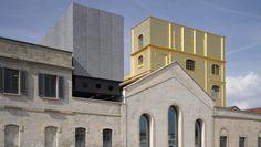 FUNDACIÓN PRADA. La obra de Koolhaas se desarrolló en una antigua destilería de gin de la zona (fotos de Bas Princen).