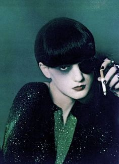 "photo de mode : Serge Lutens, 1973, ""the doppleganger"", 1970s, Isabelle Weingarten, vert sombre-noir, paillettes"