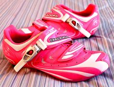 pink spin shoes? yes please! I WANT these for spin class :)