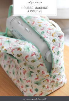 DIY - my Silvercrest Lidl sewing machine cover - DIY sewing machine cover (via mercipourlechocol …) - Coin Couture, Couture Sewing, Beginner Sewing Patterns, Sewing Projects For Beginners, Sewing Hacks, Sewing Tutorials, Sewing Tips, Crochet Pattern Free, Vintage Sewing Machines